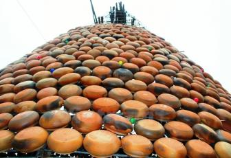 Huge Xmas tree made of earthen pots in Nghe An, entertainment events, entertainment news, entertainment activities, what's on, Vietnam culture, Vietnam tradition, vn news, Vietnam beauty, news Vietnam, Vietnam news, Vietnam net news, vietnamnet news,