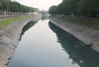 Hanoi digs deep to cleanse To Lich River