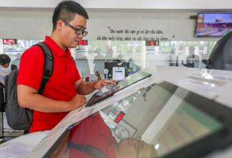 Most Vietnamese happy with admin services, survey finds