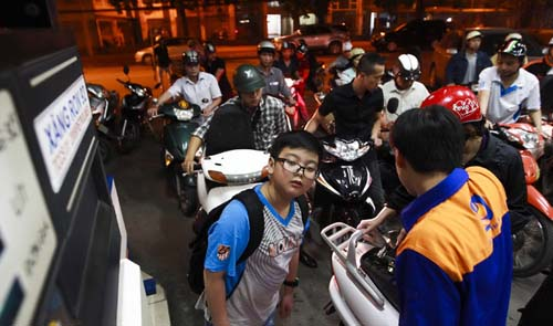 Fuel price allowed going up maximum VND370 a liter