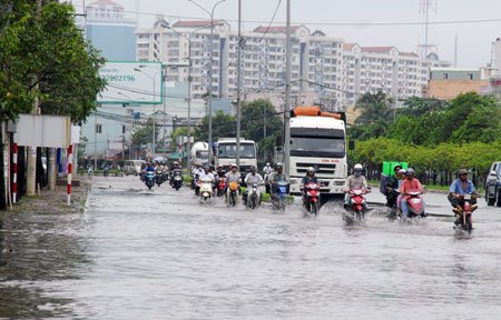 HCM City faces flooding if rain continues to fall