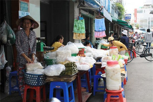Toxic substance find in fresh rice noodles prompts warning