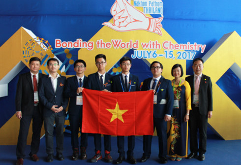 vietnamese students make history with 3 golds at int'l chemistry contest hinh 0