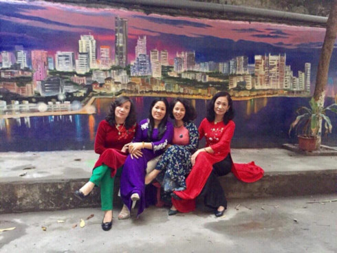 murals change life in hanoi's residential areas hinh 2