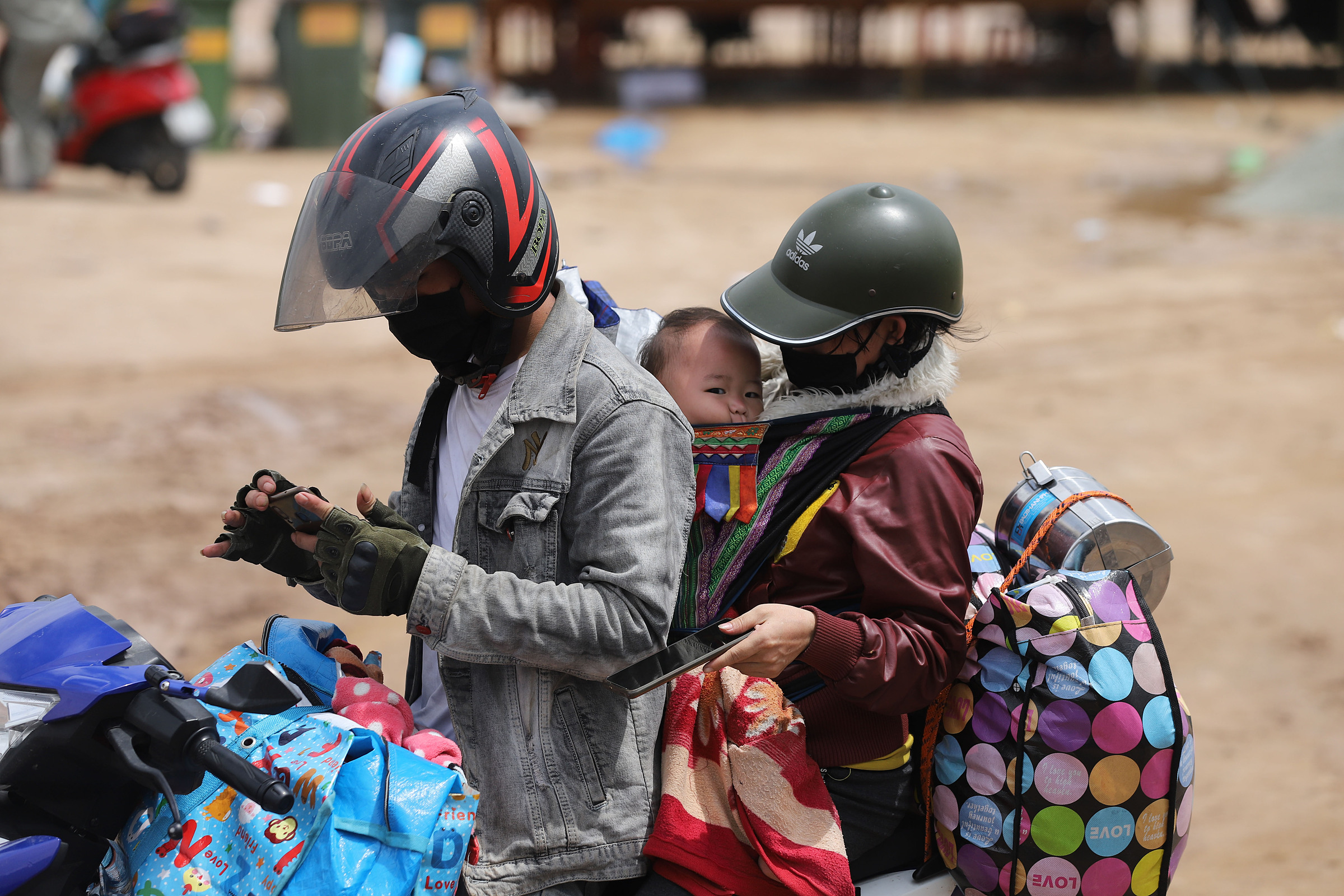 A family returns home in northern Vietnam from the south by motorbike, October 10, 2021. Photo by VnExpress/Vo Thanh