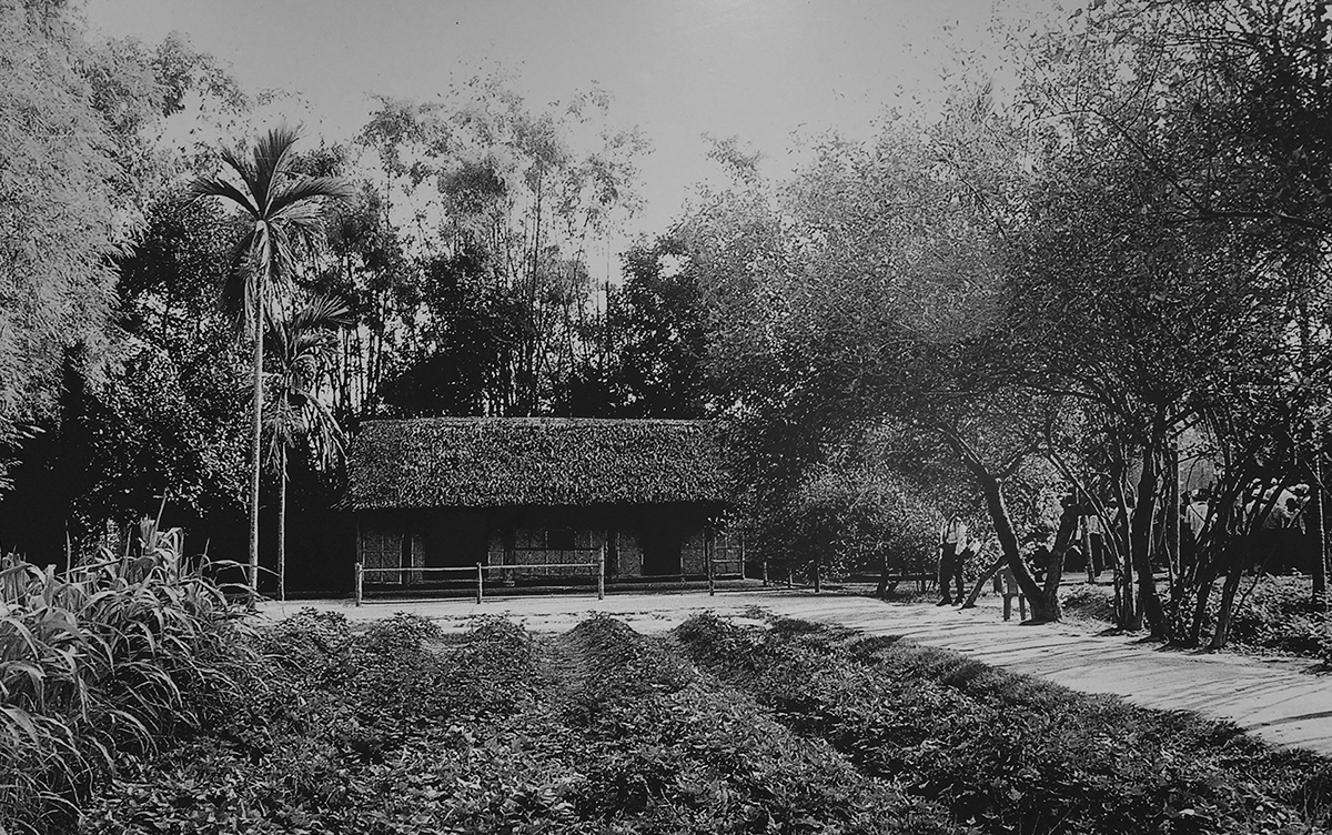 The house of Uncle Ho's maternal grandparents in Hoang Tri Village, Nam Dan District in the north central province of Nghe An. It was in this house that Ho Chi Minh was born as Nguyen Sinh Cung. He spent the first five years of his life here before following his father to move to the central town of Hue. Later on, he changed his name to Nguyen Tat Thanh.