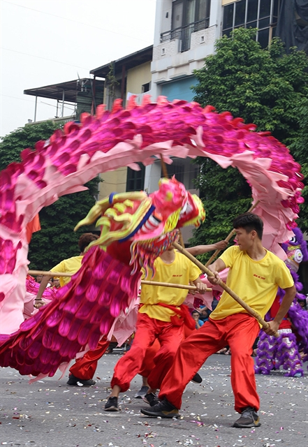 Dragon dance festival held to celebrate Liberation Day