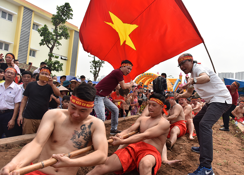 Unique sitting tug-of-war game, entertainment events, entertainment news, entertainment activities, what's on, Vietnam culture, Vietnam tradition, vn news, Vietnam beauty, news Vietnam, Vietnam news, Vietnam net news, vietnamnet news, vietnamnet bridge