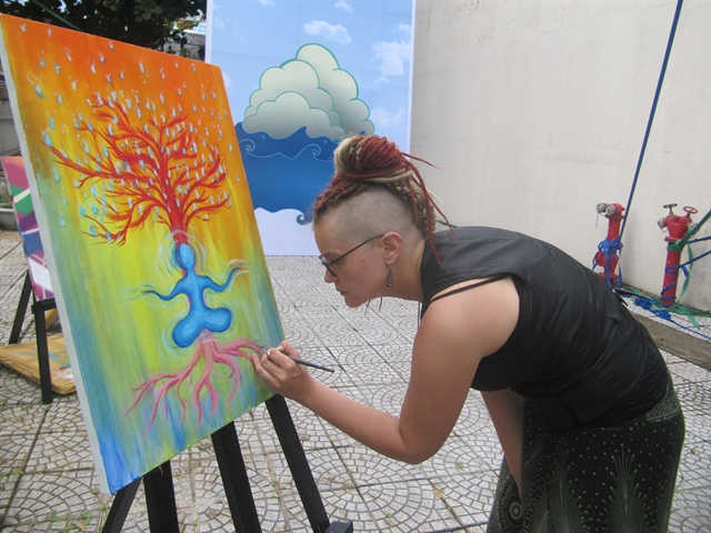 Expat community exchanges art love with locals