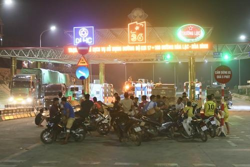 Northern Vietnam highway blocked in protest against toll